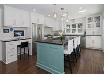 Casa para uma família for sales at 4920 Sunnyslope Rd W, Edina, MN 55424 4920  Sunnyslope Rd  W   Edina, Minnesota 55424 Estados Unidos