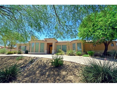 Maison unifamiliale for sales at Lovely Family Home In Perfect Condition with Wonderful Camelback Mountain Views 6580 N Praying Monk Road Paradise Valley, Arizona 85253 États-Unis