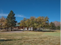 Maison unifamiliale for sales at Stunning Multi-Level Home 8350 N Reata RD   Flagstaff, Arizona 86004 États-Unis