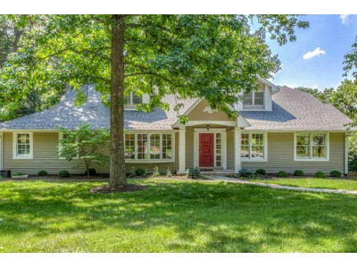 Maison unifamiliale for sales at A wooded location on a sought after Ladue street 12 Wakefield Ladue, Missouri 63124 États-Unis