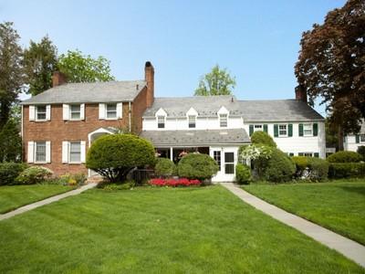 Einfamilienhaus for rentals at Townhome Rental 72 Dwight Pl B Englewood, New Jersey 07631 Vereinigte Staaten