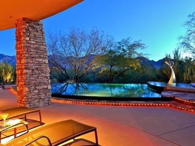 Casa Unifamiliar for sales at Delightful Southwest Residence in The Estates at Honey Bee Ridge 640 E Cool Mist Drive Oro Valley, Arizona 85755 Estados Unidos