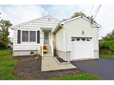Casa para uma família for sales at 116 Main St.   Middletown, Nova Jersey 07748 Estados Unidos