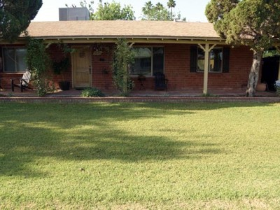 Casa para uma família for sales at Remodeled Home On Charming Street In Highly Desirable Location 3615 E Piccadilly Rd Phoenix, Arizona 85018 Estados Unidos