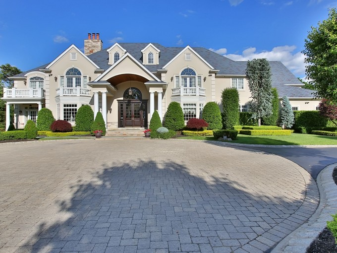 Nhà ở một gia đình for sales at Private Estate 15 Whipporwill Valley Rd.   Middletown, New Jersey 07748 Hoa Kỳ