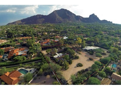 Maison unifamiliale for sales at Extremely Private Paradise Valley Location with Great Camelback Mountain Views 6025 E Lincoln Drive Paradise Valley, Arizona 85253 États-Unis