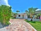 Vivienda unifamiliar for  rentals at 2021 N Bay Road  Miami Beach, Florida 33140 Estados Unidos