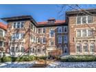 Condominio for  sales at Clayton / Demun at its Finest 6311 Southwood Ave #3W   Clayton, Missouri 63105 Stati Uniti