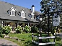 Casa Unifamiliar for sales at Willow Inn 207-208 Rue Main   Hudson, Quebec J0P1H0 Canadá