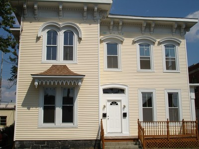 Mehrfamilienhaus for sales at Updated 1st Floor 125 Clarence Street Bridgeport, Connecticut 06608 Vereinigte Staaten