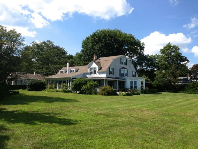 Einfamilienhaus for sales at Old Black Point Waterfront 41 Great White Way Niantic, Connecticut 06357 Vereinigte Staaten