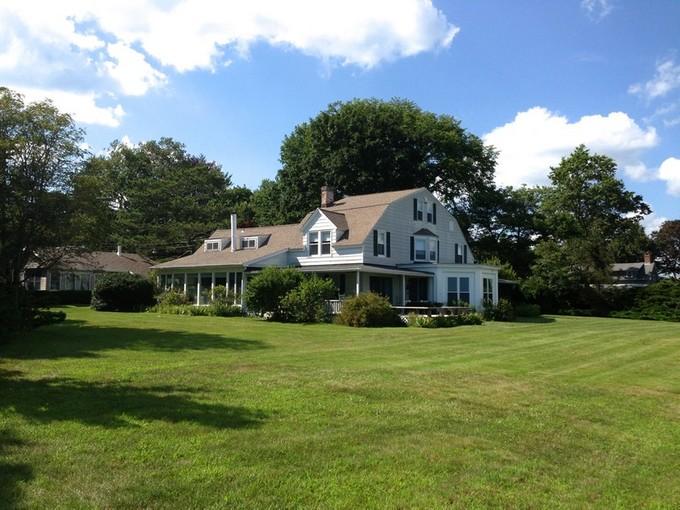 独户住宅 for sales at Old Black Point Waterfront 41 Great White Way Niantic, 康涅狄格州 06357 美国