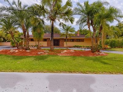 Nhà ở một gia đình for sales at 4735 Orduna Drive   Coral Gables, Florida 33146 Hoa Kỳ