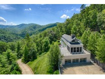 Einfamilienhaus for sales at Mountain Views with the Contemporary Retreat! 127 Sunshine Way   Townsend, Tennessee 37882 Vereinigte Staaten