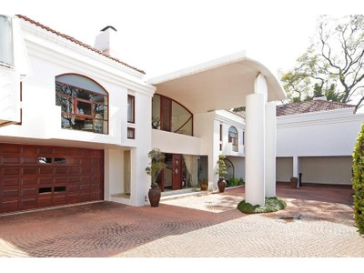 Moradia for sales at Very special architect designed cluster home  Johannesburg, Gauteng 2196 África Do Sul