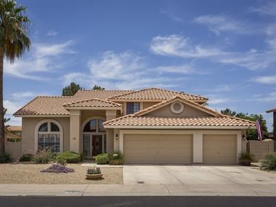 Nhà ở một gia đình for sales at Beautiful Upgrade Home in Fantastic Scottsdale Neighborhood 5405 E Michelle Drive Scottsdale, Arizona 85254 Hoa Kỳ