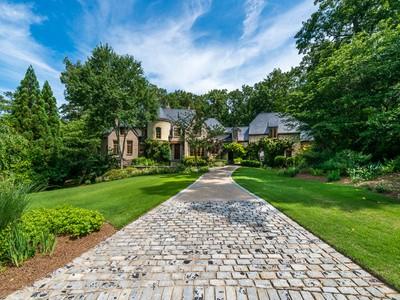 Tek Ailelik Ev for sales at Gorgeous Country French Home 4280 Irma Court Atlanta, Georgia 30327 Amerika Birleşik Devletleri