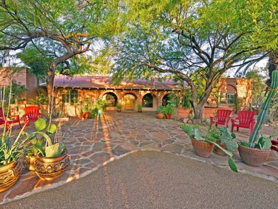 Casa para uma família for sales at Quintessential Arizona Living in a Lush Romantic Setting 6618 N 48th Street Paradise Valley, Arizona 85253 Estados Unidos