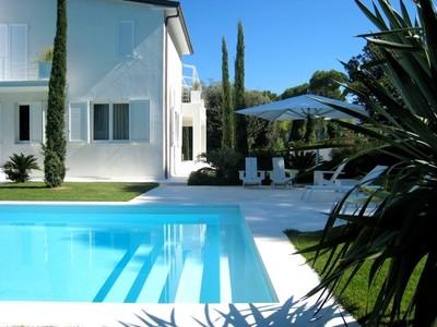 Maison unifamiliale for sales at Exclusive villa in central Forte dei Marmi Versilia Forte Dei Marmi, Lucca 55042 Italy