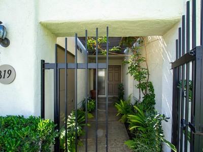Maison unifamiliale for sales at Shadow Lake Drive 819 Shadow Lake Drive Thousand Oaks, Californie 91360 États-Unis