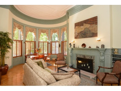 Condomínio for sales at Quintessential Classic Back Bay Condo 239 Commonwealth Avenue Unit 22 Boston, Massachusetts 02116 Estados Unidos