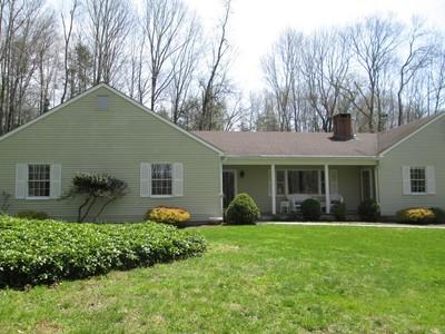 Maison unifamiliale for sales at Custom One Floor Living 42 Mill Pond Road Bethlehem, Connecticut 06751 États-Unis