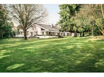 Villa for sales at Prestigious Villa in Top Location    Bad Homburg, Assia 61348 Germania