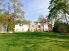 Maison unifamiliale for  rentals at Private Gated Colonial 12 Briarcliff Road   Chappaqua, New York 10514 États-Unis