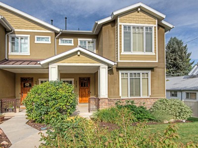 Villetta a schiera for sales at Exquisite townhouse living in the heart of Holladay 4468 S 2300 East Holladay, Utah 84124 Stati Uniti