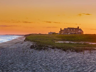 Casa para uma família for sales at Direct Oceanfront! 20 Waquoit Road Nantucket, Massachusetts 02554 Estados Unidos