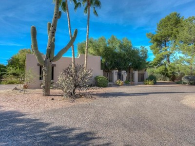 Maison unifamiliale for sales at Charming Home on 1+ Acres in Wonderful Paradise Valley Neighborhood 8834 N 52nd Place Paradise Valley, Arizona 85253 États-Unis