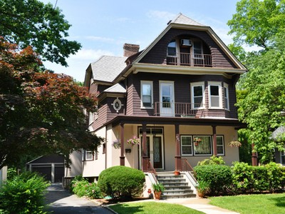 Mehrfamilienhaus for sales at Unique! 457 Siwanoy Place Pelham, New York 10708 Vereinigte Staaten