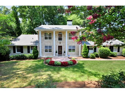 Maison unifamiliale for sales at Renovated Traditional in Sandy Springs 7000 Brandon Mill Road Atlanta, Georgia 30328 États-Unis