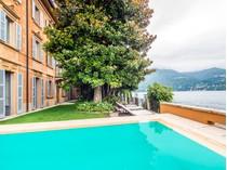 Einfamilienhaus for sales at Splendid 18th century villa overlooking Lake Como Carate Urio Como, Como 22010 Italien