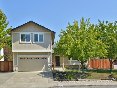 独户住宅 for sales at Picture Perfect Home in Desirable Larkfield 5378 Cassandra Way  Santa Rosa, 加利福尼亚州 95403 美国