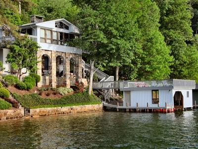 Moradia for sales at Wonderful Lakefront Home 2319 Buffalo Shoals Road Lake Lure, Carolina Do Norte 28746 Estados Unidos