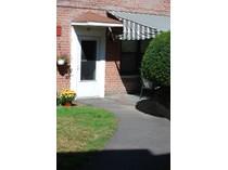 共有 for sales at Garden Apartment with Private Entrance 81 Rockledge Road #81M   Hartsdale, 紐約州 10583 美國