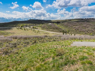 Land for sales at 1.59 Acres on Downhill Lot With View of Ski Mountain 9130 Golden Spike Ct Park City, Utah 84098 Vereinigte Staaten