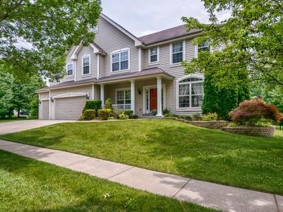 Maison unifamiliale for sales at Beautiful 2 story 16762 Benton Taylor Dr Chesterfield, Missouri 63005 États-Unis