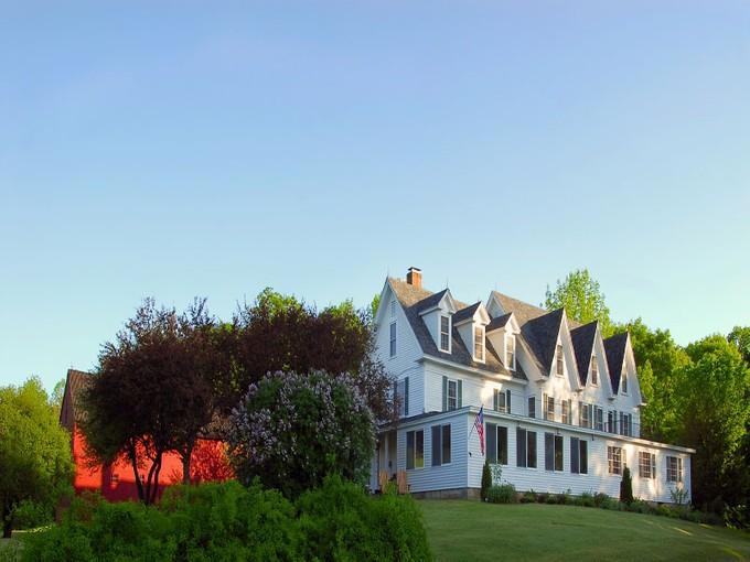 Частный односемейный дом for sales at The Inn a Pleasant Lake 853 Pleasant Street New London, Нью-Гэмпшир 03257 Соединенные Штаты
