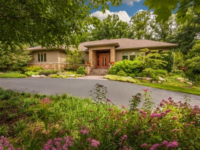 独户住宅 for sales at Stunning Stonegate Proper Residence 6100 Stonegate Run Zionsville, 印第安纳州 46077 美国