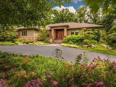Einfamilienhaus for sales at Stunning Stonegate Proper Residence 6100 Stonegate Run Zionsville, Indiana 46077 Vereinigte Staaten