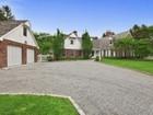 Maison unifamiliale for sales at Hamptons Retreat 8 Bridle Path Remsenburg, New York 11960 États-Unis