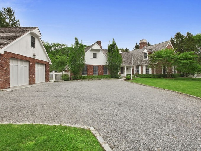 Einfamilienhaus for sales at Hamptons Retreat 8 Bridle Path Remsenburg, New York 11960 Vereinigte Staaten