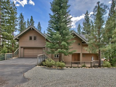 Einfamilienhaus for sales at 535 Knotty Pine 535 Knotty Pine Drive Incline Village, Nevada 89451 United States