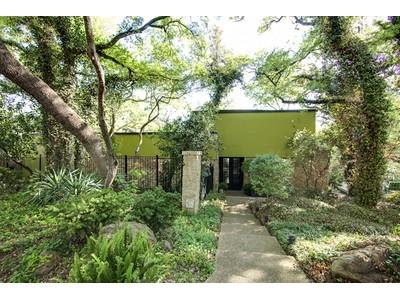 Nhà ở một gia đình for sales at 5320 Quail Run St  Fort Worth, Texas 76107 Hoa Kỳ