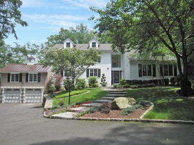 단독 가정 주택 for sales at Weston Colonial 19 Treadwell Lane Weston, 코네티컷 06883 미국