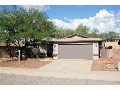 Nhà ở một gia đình for sales at Great Starter Home with Lots of Potential 3027 S Giovanna Drive  Tucson, Arizona 85730 Hoa Kỳ