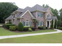 Nhà ở một gia đình for sales at Grand Executive Home on Chattahoochee 5000 Carol B Mathews Lane   Roswell, Georgia 30076 Hoa Kỳ