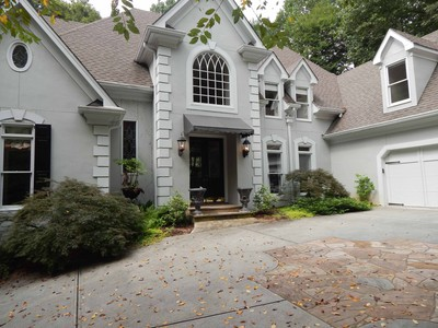 Single Family Home for rentals at Rarely Available for Lease 10 Pointe Ridge Drive Atlanta, Georgia 30328 United States